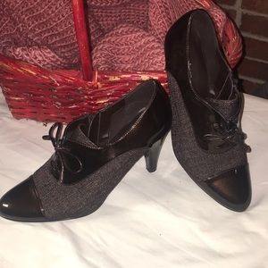 Dress barn size 9 heeled bootie